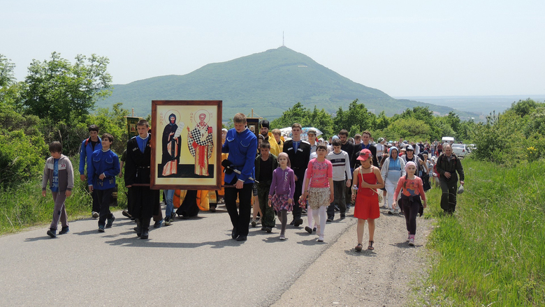 2015 05 24 youth procession 01