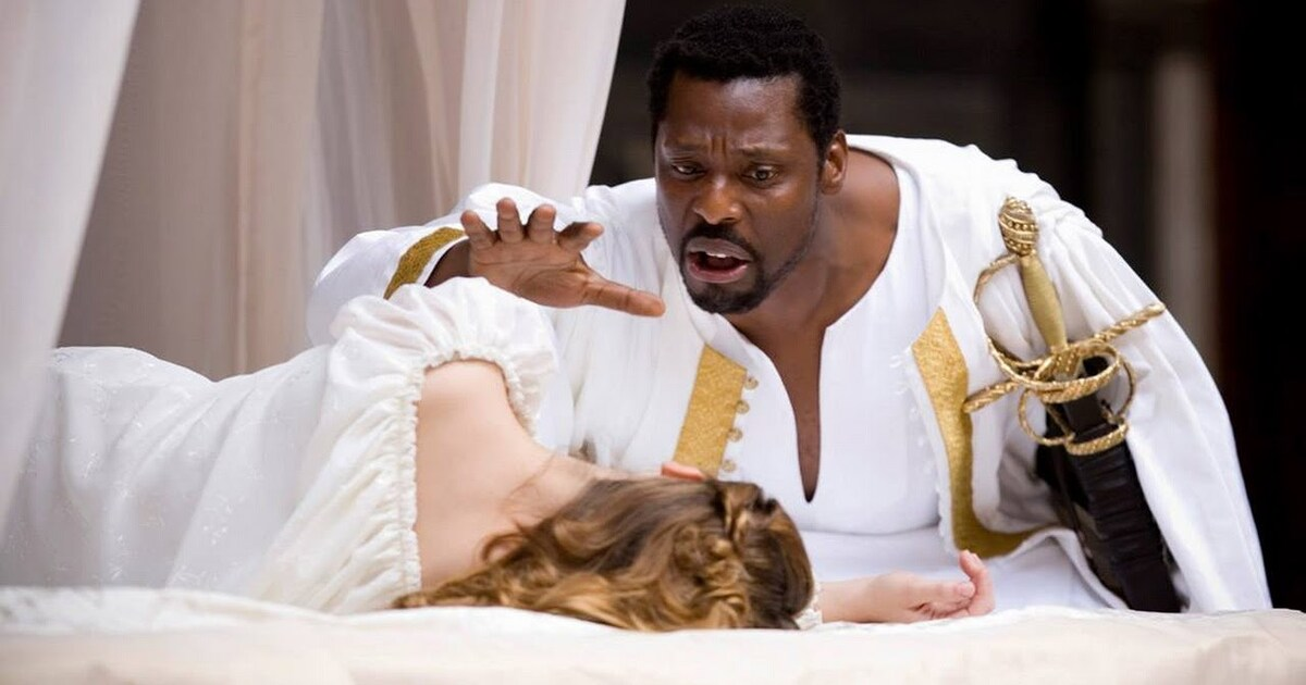 othello movie vs play
